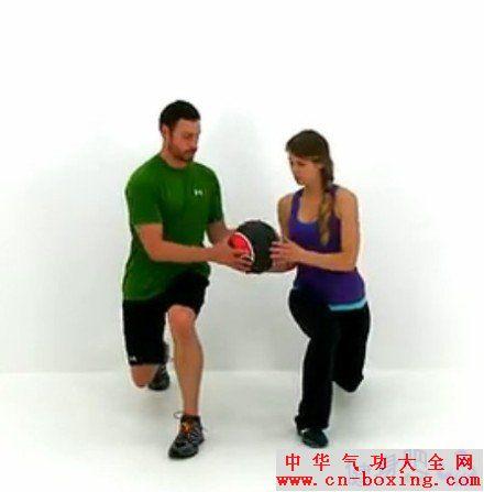 情侣在家健身组合动作图解