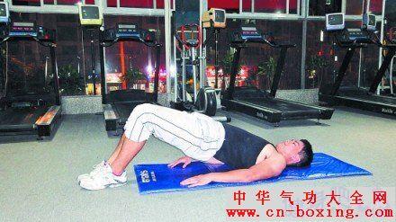 【仰卧屈腿挺身】主要锻炼腹部肌肉