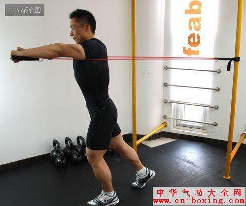 胸肌锻炼方法大全:(弹力绳锻炼胸肌)