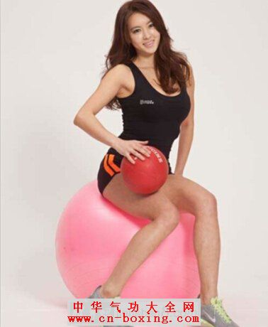 锦上添花的腹肌训练——健身球