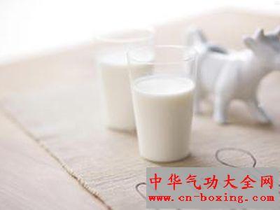 药茶中加入牛奶会有什么功效_牛奶-红茶-研究发现-功效-