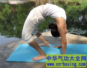 瘦身瑜伽招式 两个减肥瘦身瑜伽招式动作教程